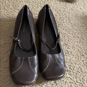 Casual shoes. Size 8